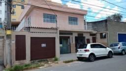 Casa próximo UFMG, 3 quartos, 2 lojas, 1 barracão independente.
