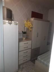 Quartos individuais // Mobiliado - com tv digital e geladeira