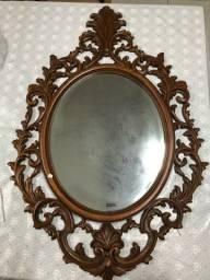 Título do anúncio: Antiguidade: Espelho ricamente entalhado em madeira nobre.