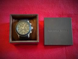 Relógio Michael Kors (pulseira metal emborrachada preto)