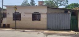 Título do anúncio: Casa a venda no centro de jeceaba