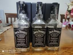 Garrafas vazias de Jack Daniel's