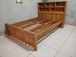 Cama de madeira nova