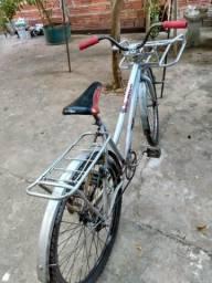 Vendo bicicleta de carga, moderna e resistente. interessados chamar no whatsapp *
