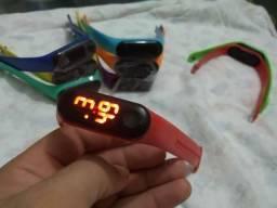 Pulseiras mi band coloridas marca hora