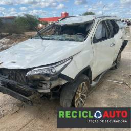 Sucata de Toyota SW4 2.8 2017 7 lugares para retirada de peças originais