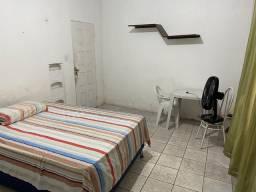 Aluguel de quartos semi mobiliados na Ponta do farol