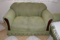 Sofá em Tecido Verde 85cm x 130cm x 80cm