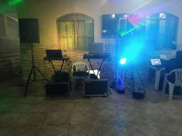 Som, iluminação, DJ, telão e projetor
