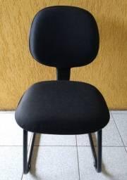 Cadeira de escritório preta em tecido