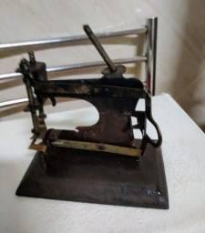 Mini Máquina de Costura Antiga!