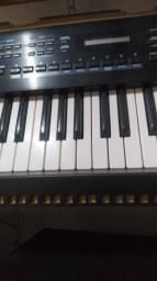 Título do anúncio: Teclado Roland Juno-D