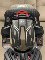 Título do anúncio: Protetor De Pescoço Leatt Brace DBX 6.5 Carbono NOVO