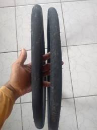 Dois pneus novos