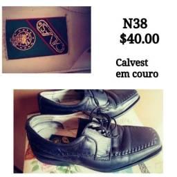Sapato Calvest em couro N38