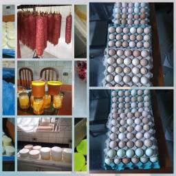 Ovos caipira, mel, queijo e salame
