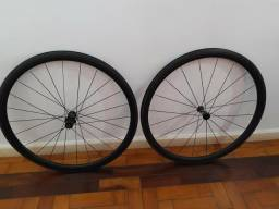 Roda Carbono 700 clincher, tubeless, cubo DT Swiss comprar usado  Porto Alegre