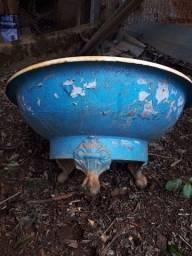 Título do anúncio: Banheira ferro fundido e lava pés todos com pezinhos 2.000