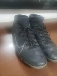 Chuteira oficial Nike