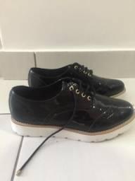 Sapato feminino preto com cadarço