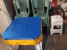 10 cadeiras novas e 2 mesas vl 220 entrego