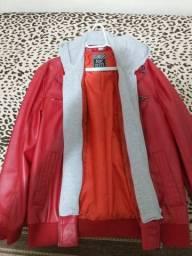 Jaqueta de couro com capuz de moletom