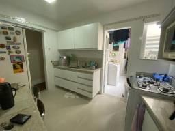 RB - Apartamento de 03 quartos, sendo 01 suíte, prédio de Frente p mar Praia da Costa