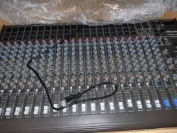 Mesa de som 24 canais