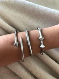 Braceletes/ Pulseiras prateadas