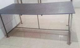 Mesa com tábua galvanizada