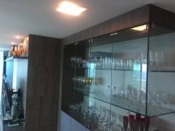 Cristaleira com armário laqueado