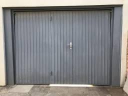 Portão eletrônico de garagem