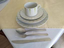 Jogo de prato e xícaras de chá + talheres