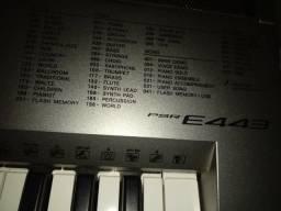 Vende se um teclado yamaha psr e 443 ta bem conservado