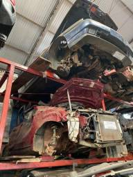 Sucata para retirada de peças- Nissan March