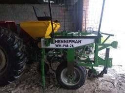 Plantadeira com Adubadeira para Mandioca - Fabricante: Hennipman WH.PM - 2L