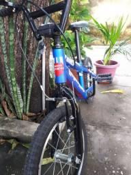 Vendo bike infantil marca gts M1 e um triciclo elétrico