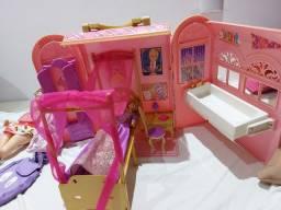 Casa  da barbie  com duas bonecas originais.