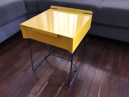 Mesa de canto metal amarela