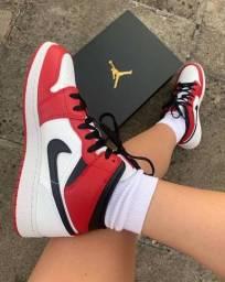 NIKE Air Jordan 1 Mid Chicago White Heel