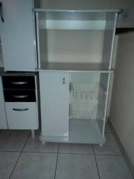 Armário de cozinha branco em bom estado de conservação