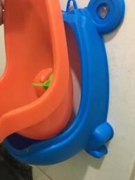 Mictório infantil sapinho azul e vermelho