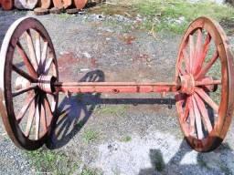 Rodas de carroça com eixo