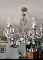 Lustres de cristal e porcelana antigos