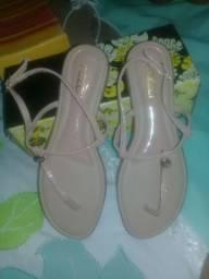 Sandálias e rasteirinhas por apenas 35 reais.