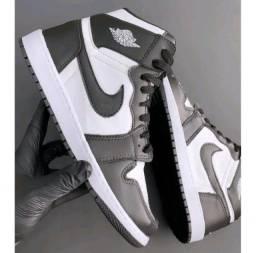 Título do anúncio: Tênis Nike Air Jordan - Preto e Branco