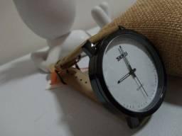Título do anúncio: Relógio SKMEI ORIGINAL com pulseira em couro. LINDO DEMAIS.