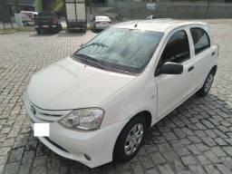 Toyota Etios 2013 impecável - Particular