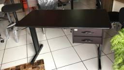 Mesa reta para escritório