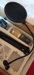 Placa de Áudio da Behringer e um Kit de microfone completo.